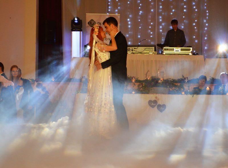 Fotografia prvého tanca mladomanželov